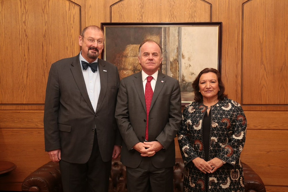Ministro Andreas y Nuri2
